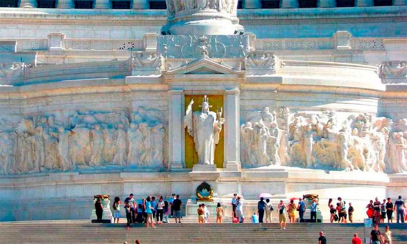 Алтарь Отечества на площади Венеции