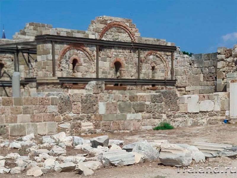 Базилика и дворец епископа
