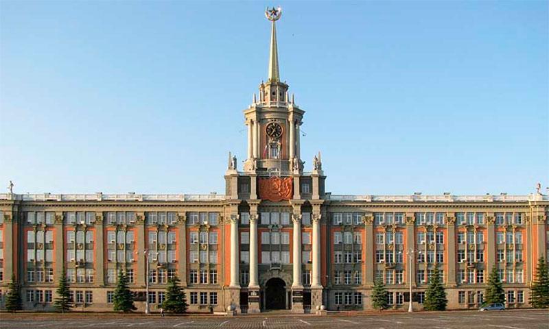 Здание мэрии и площадь 1905 года