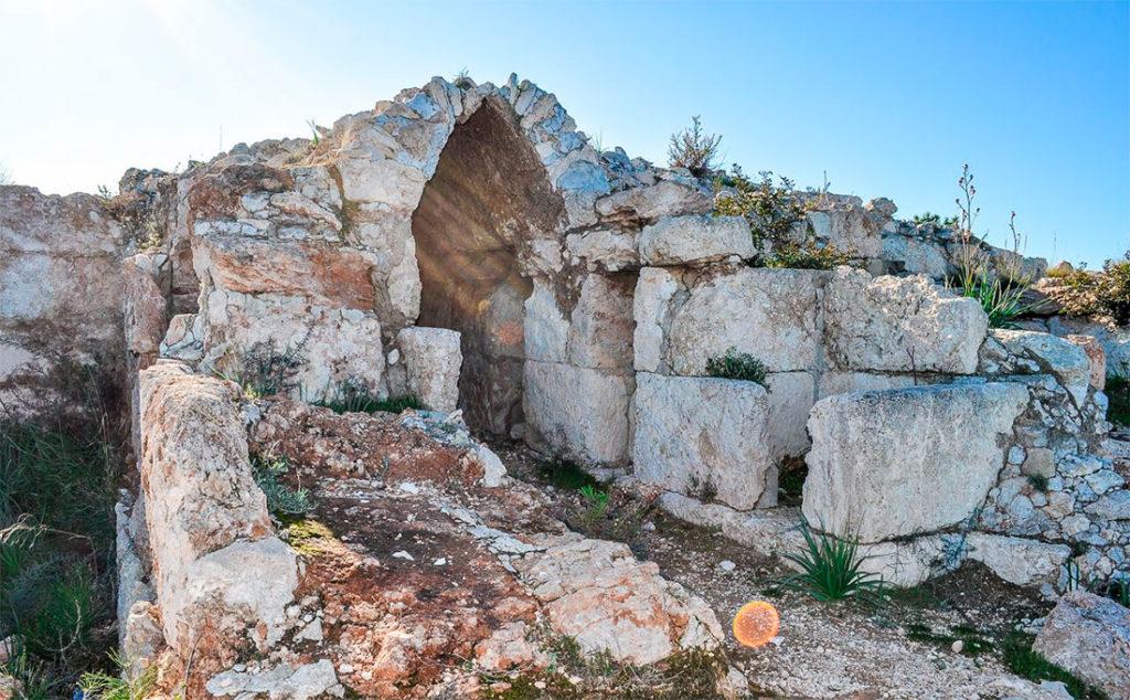 Руины древнего дворца Вуни
