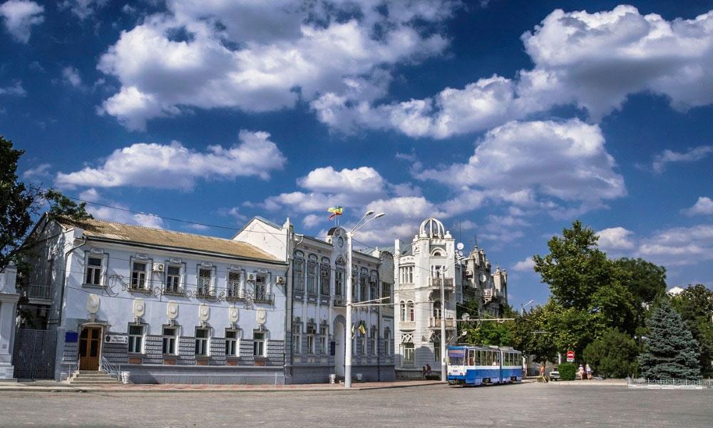 Театральная площадь Евпатории