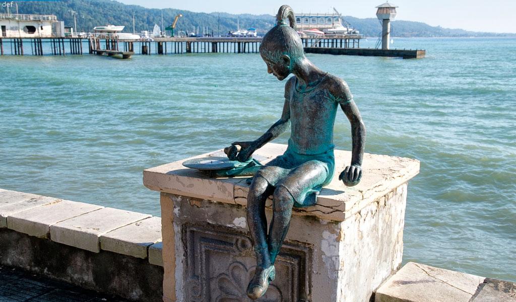 Скульптура «Ника и патефон»