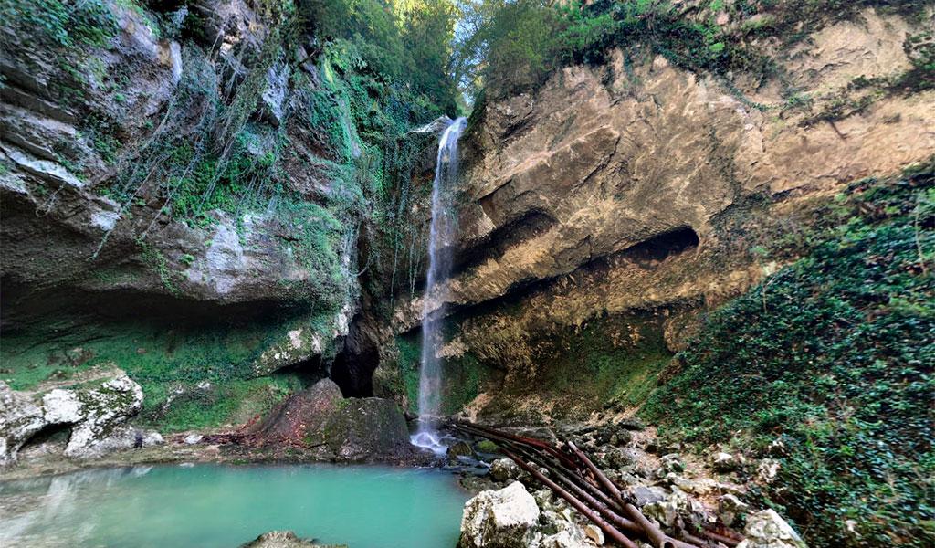 Водопад Глубокий Яр или Пасть Дракона