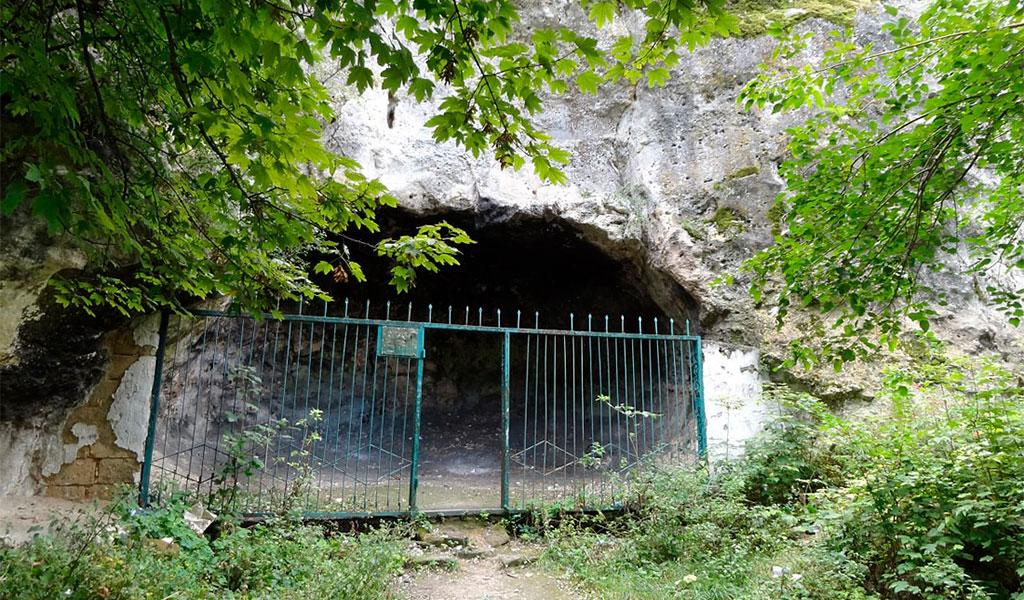 Чокурчинская пещера
