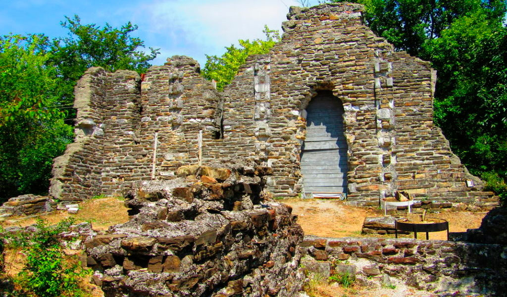 Лооский храм