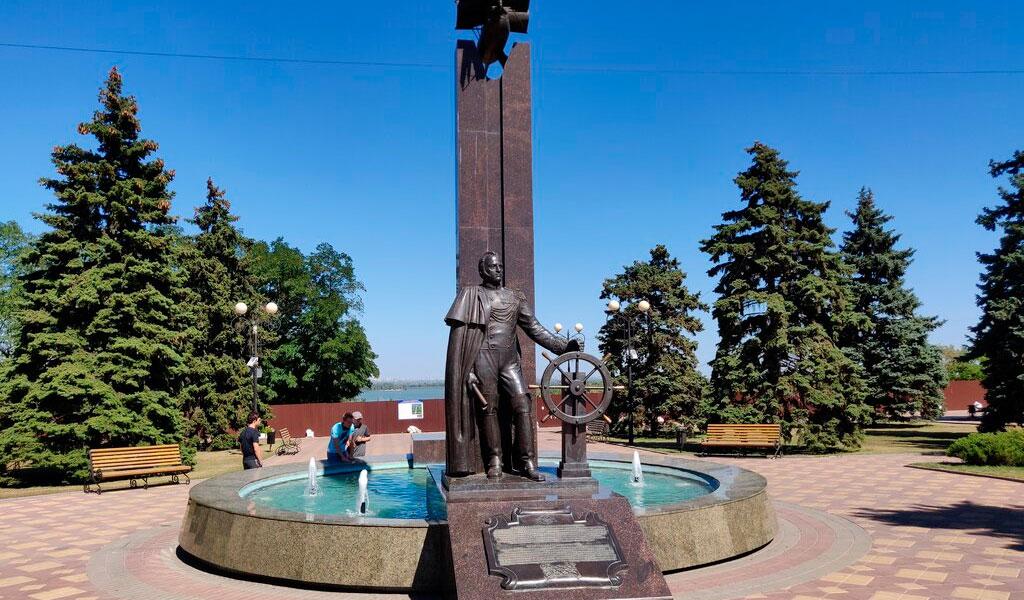 Памятник М.П. Лазареву