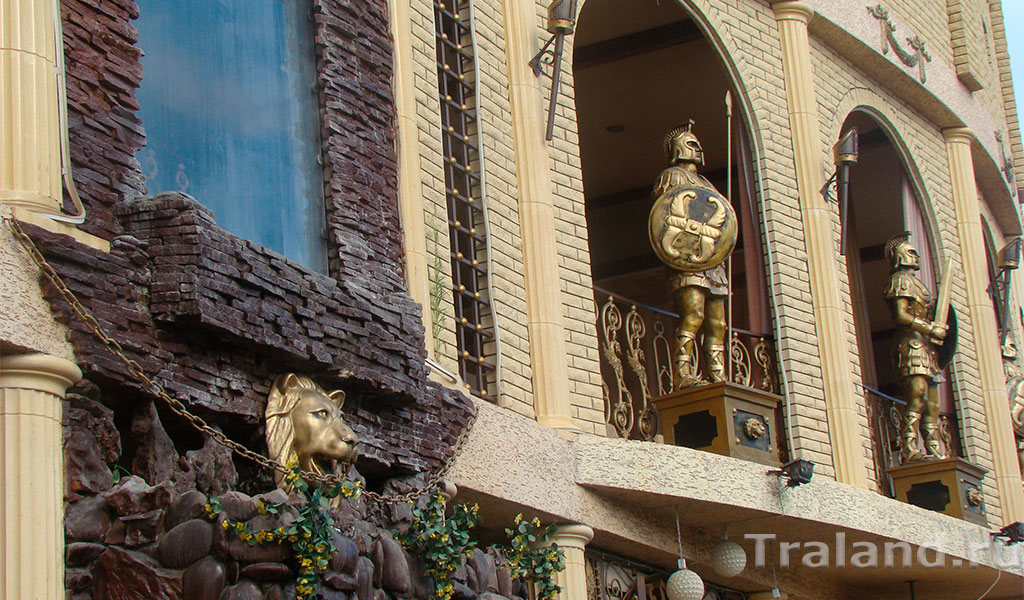 Скульптурный ансамбль ресторана «Колизей»