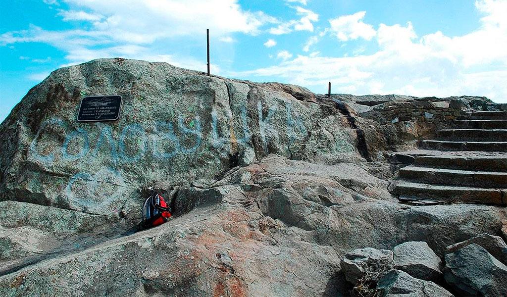 Скала и смотровая площадка Айвазовского