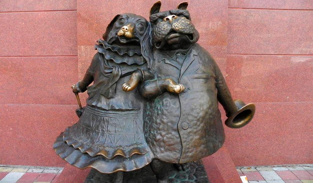 """Скульптура """"Собачкина столица"""""""