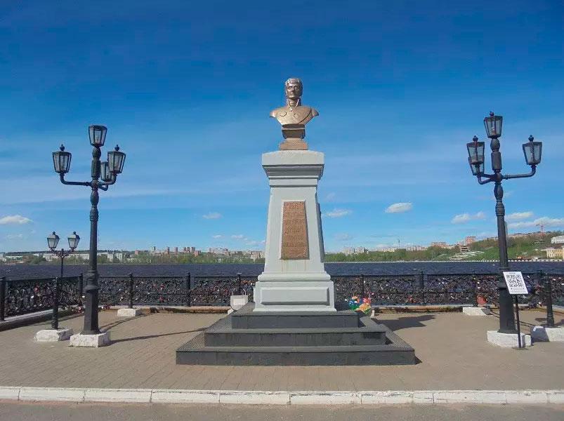 Памятник А.Ф. Дерябину