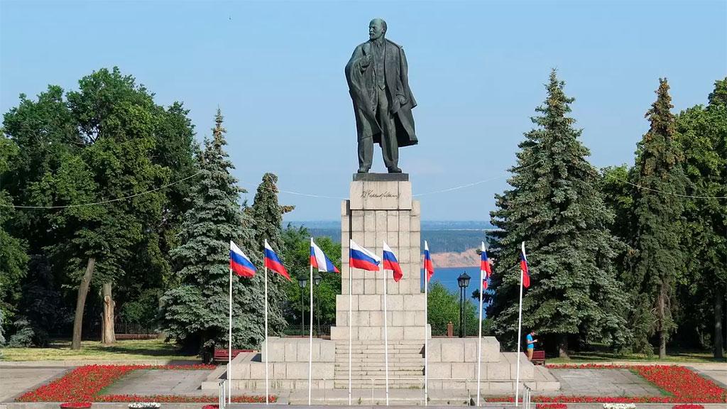 Площадь и памятник В. И. Ленину